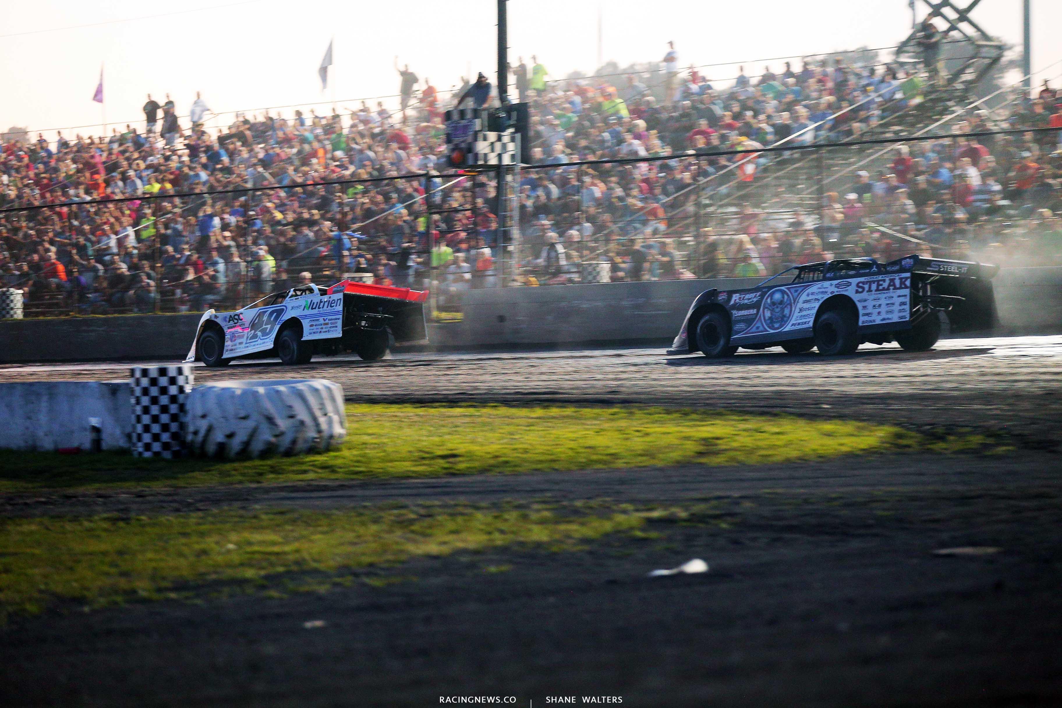 Jonathan Davenport and Scott Blomquist at Tri-City Speedway - Lucas Dirt 9277