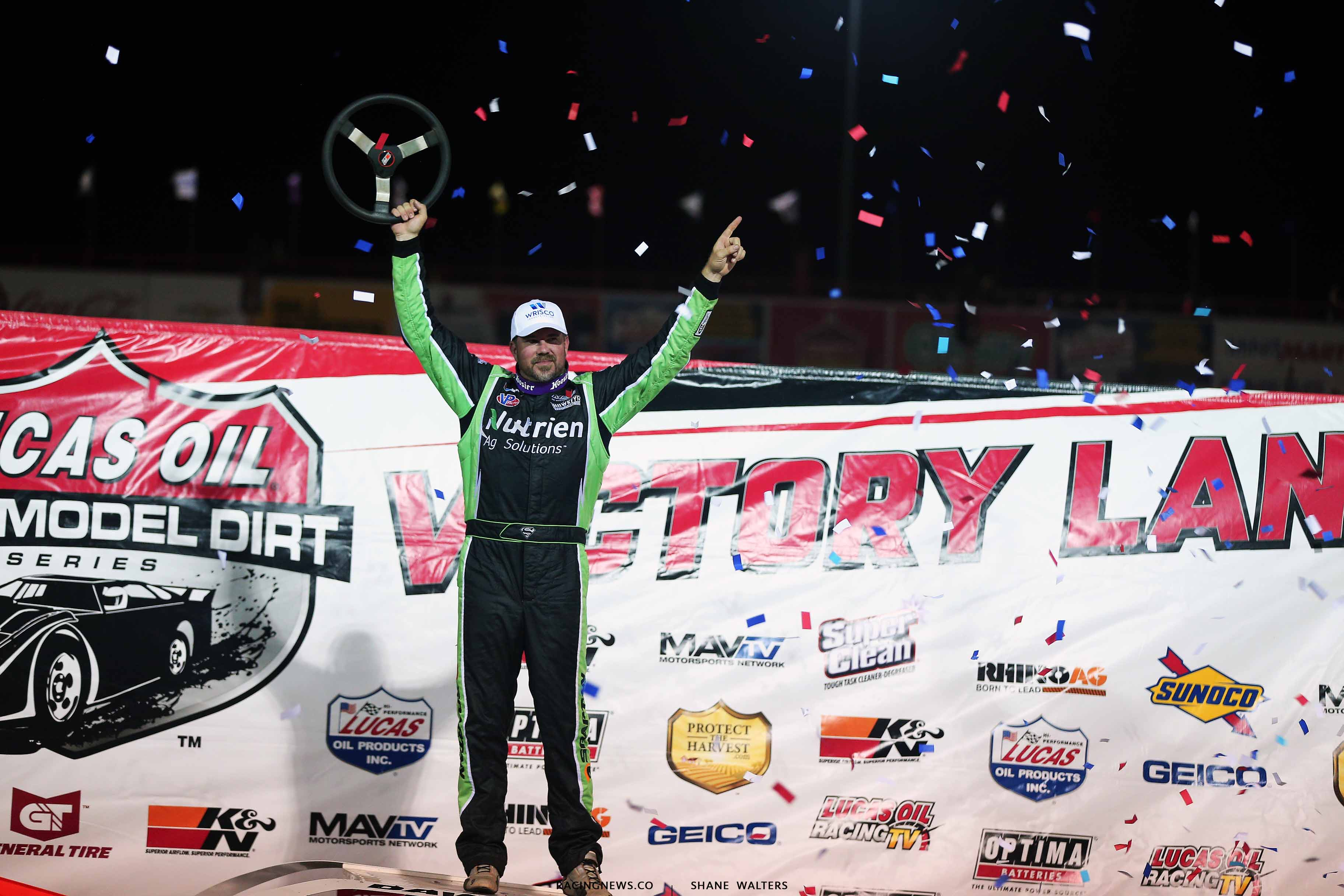 Jonathan Davenport in victory lane at Lucas Oil Speedway 0855