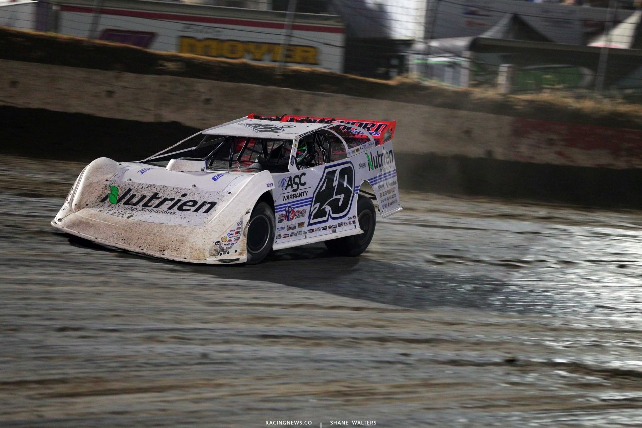 Jonathan Davenport leads at i-80 Speedway 2258