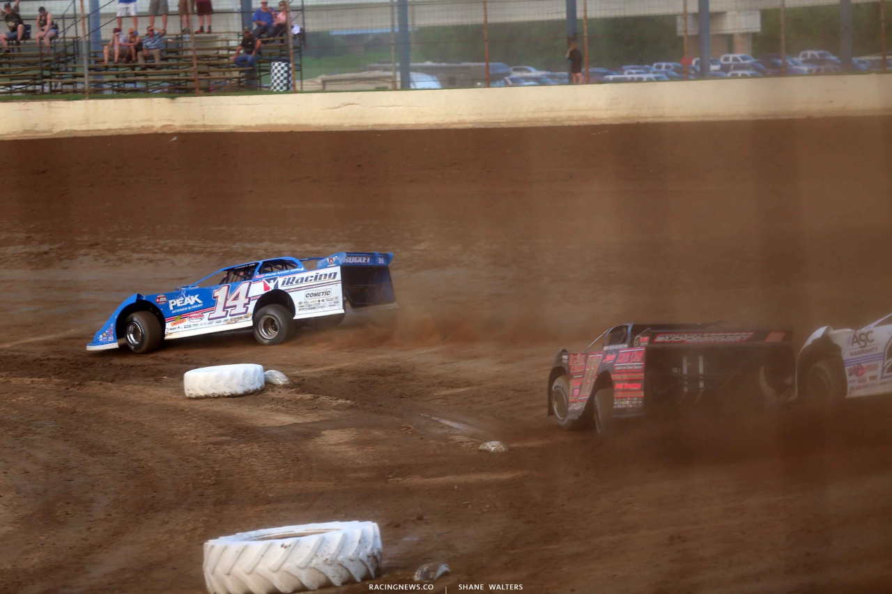 Josh Richards leads Chris Ferguson and Jonathan Davenport at PRP - Lucas Oil Series 7413