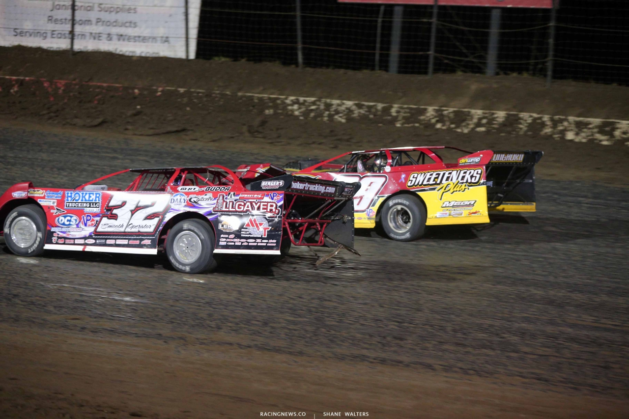 Tim McCreadie and Bobby Pierce use sign language at I-80 Speedway 2883
