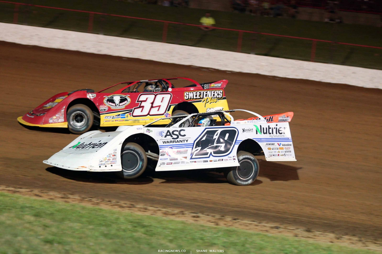 Tim McCreadie and Jonathan Davenport at Lucas Oil Speedway - LOLMDS 0639