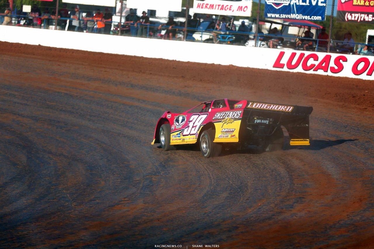 Tim McCreadie leads at Lucas Oil Speedway - LOLMDS 0481