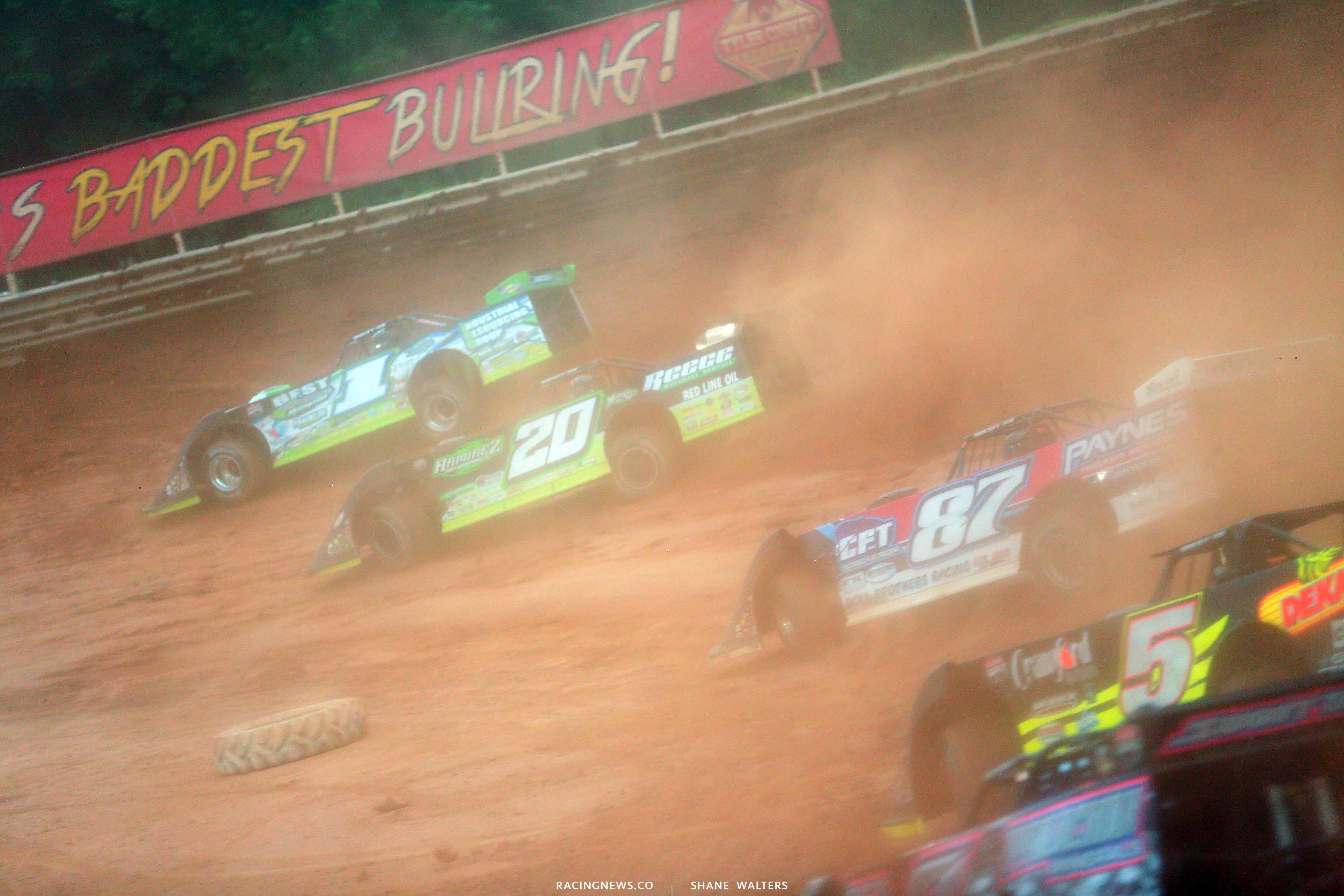 Tyler Erb leads Jimmy Owens at The Baddest Bullring - LOLMDS 7946