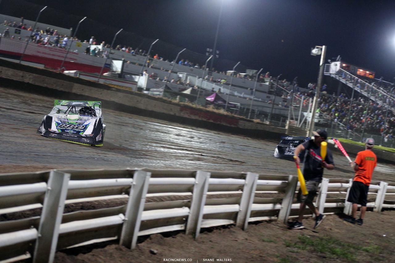 Tyler Erb leads Mason Zeigler at I-80 Speedway - Lucas Oil Series 2186