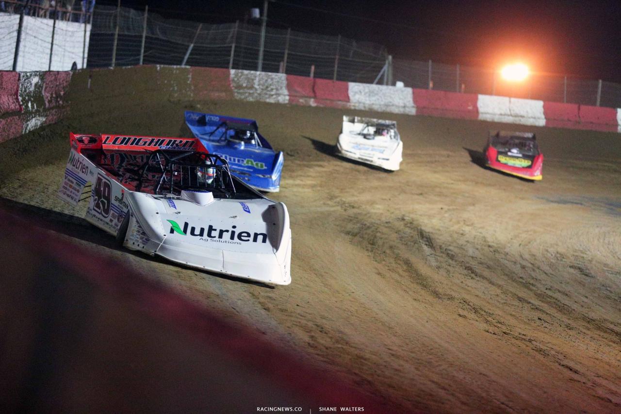 Jonathan Davenport leads Josh Richards at Batesville Motor Speedway 4334