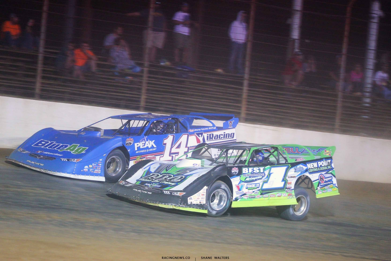 Josh Richards with no rear spoiler in a battle with Tyler Erb at Posrtsmouth Raceway Park 6403