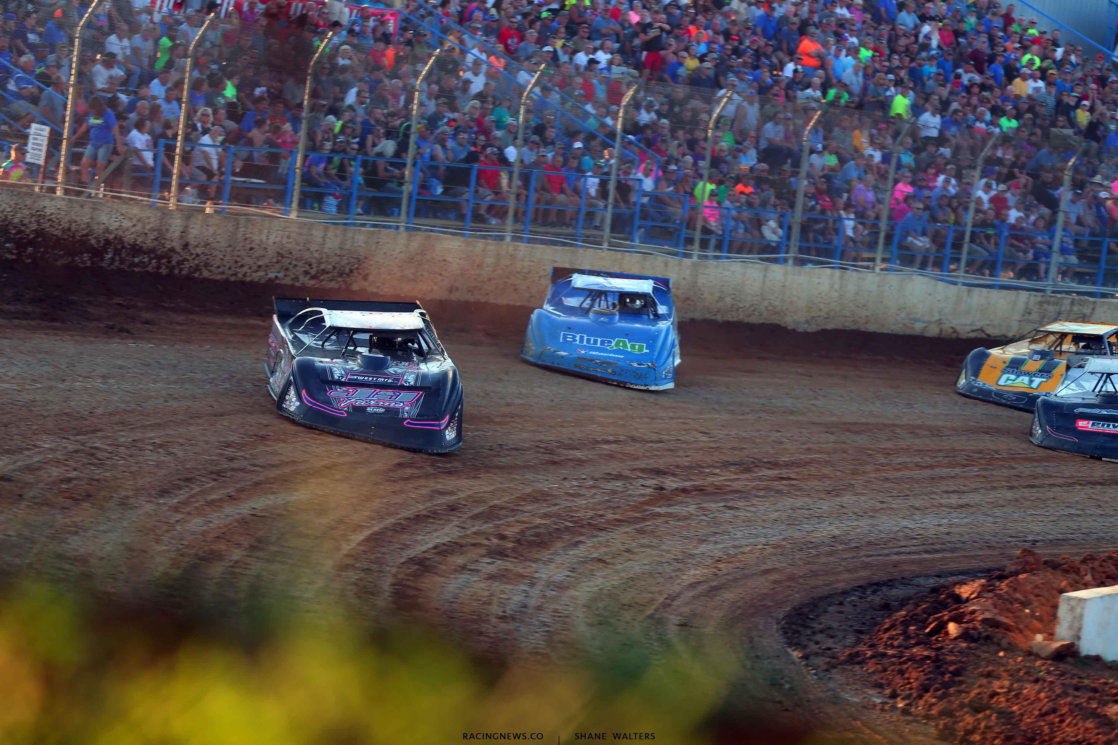 Mike Benedum leads Josh Richards at Florence Speedway - LOLMDS 3731