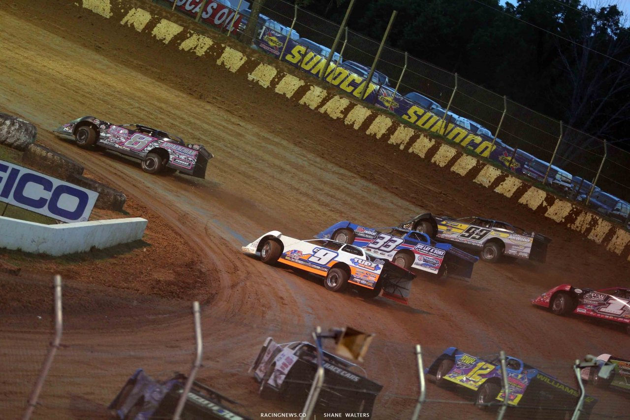 Mike Benedum leads at Florence Speedway 3133