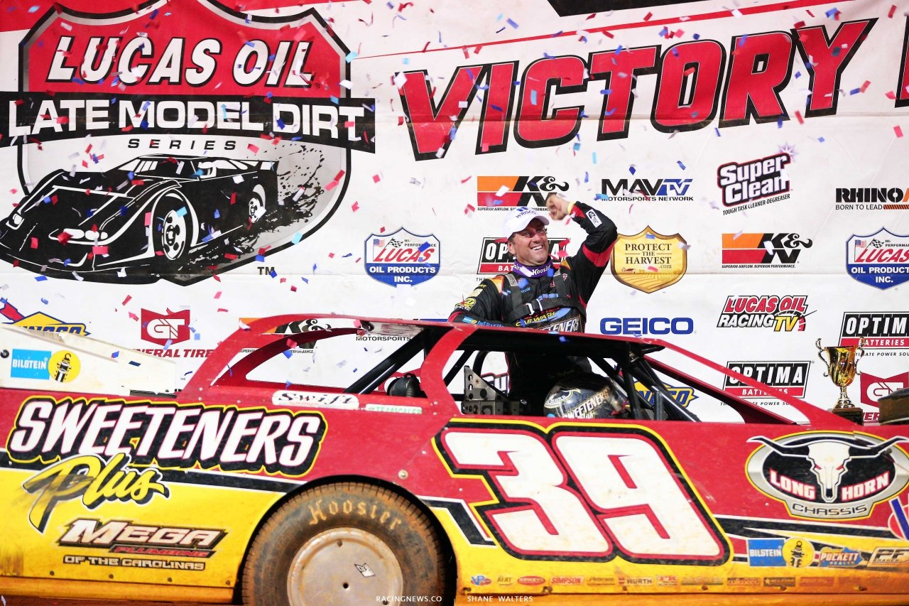 Tim McCreaide in Lucas Oil Victory Lane at Ponderosa Speedway 6099