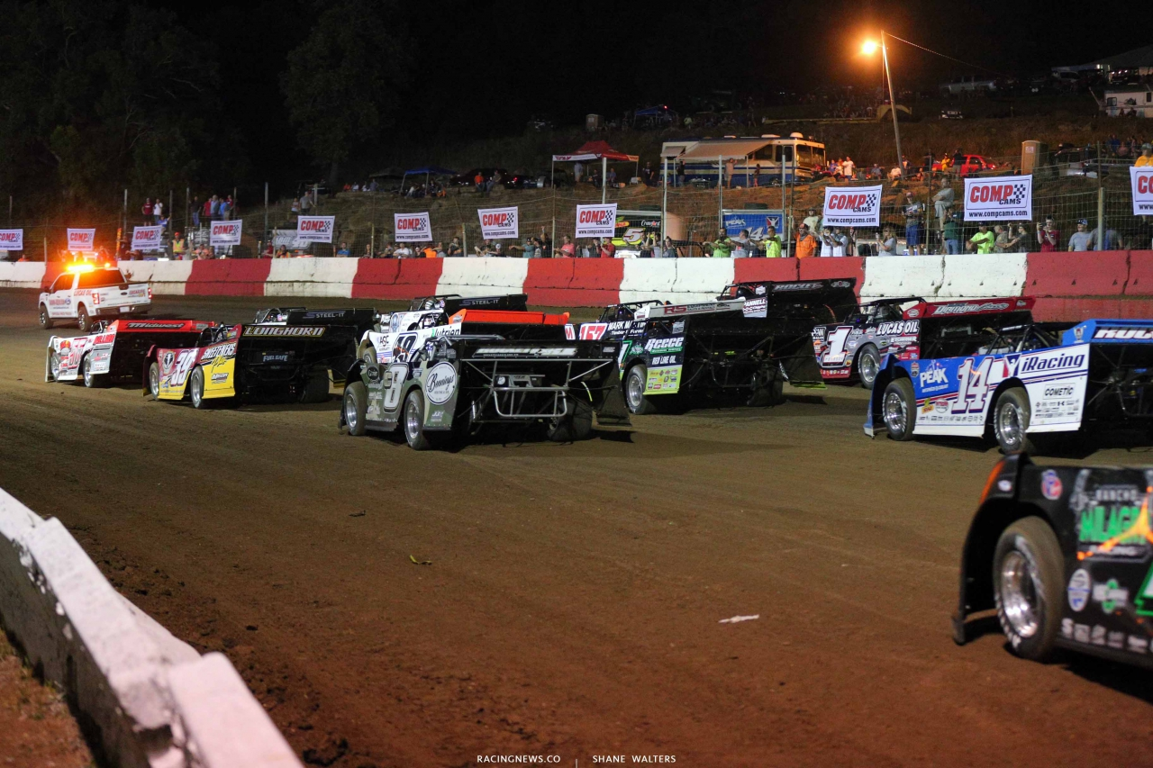 Topless 100 - Four wide salute - Dirt Late Models 4813