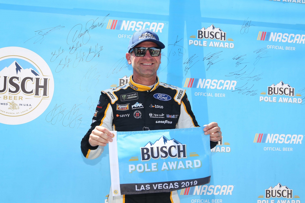 Clint Bowyer wins the NASCAR pole position at Las Vegas Motor Speedway
