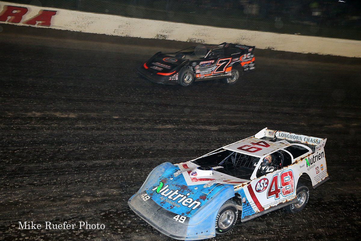 Jonathan Davenport and Ricky Weiss at Eldora Speedway