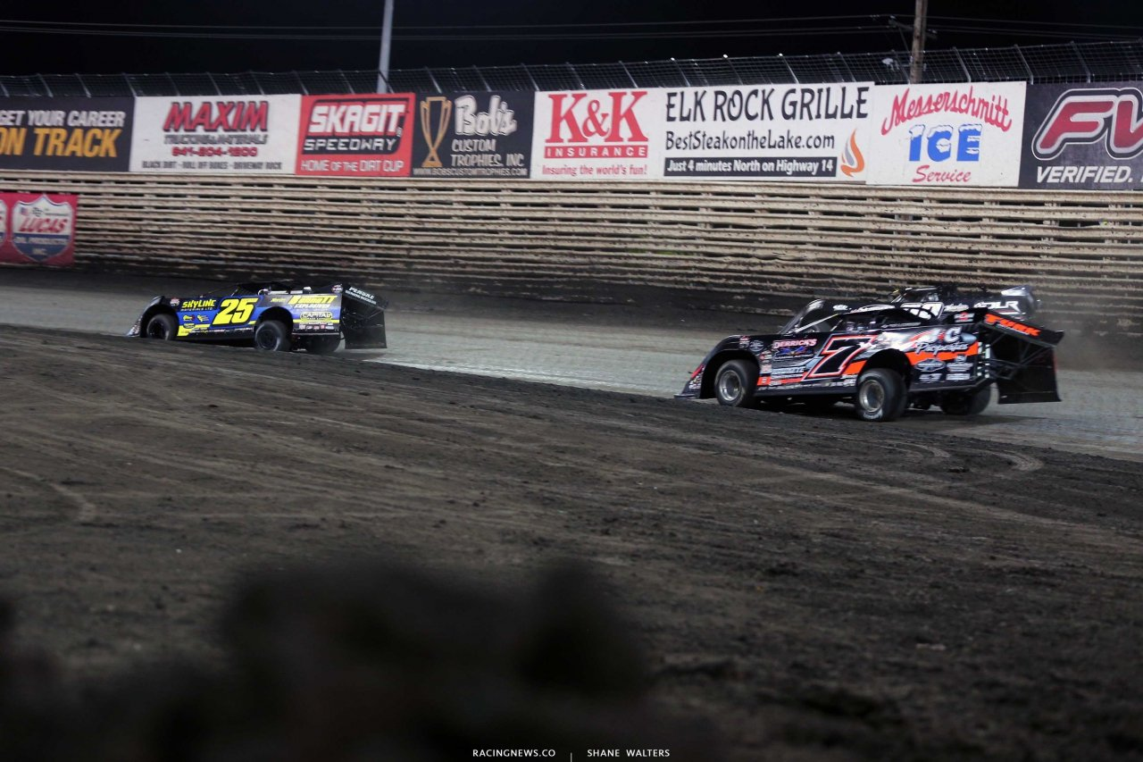 Shane Clanton leads Ricky Weiss and Darrell Lanigan at Knoxville Raceway - LOLMDS 7060