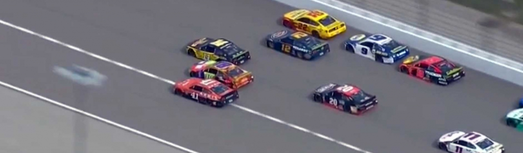NASCAR drivers run 5 wide for the lead at Kansas Speedway (Video)