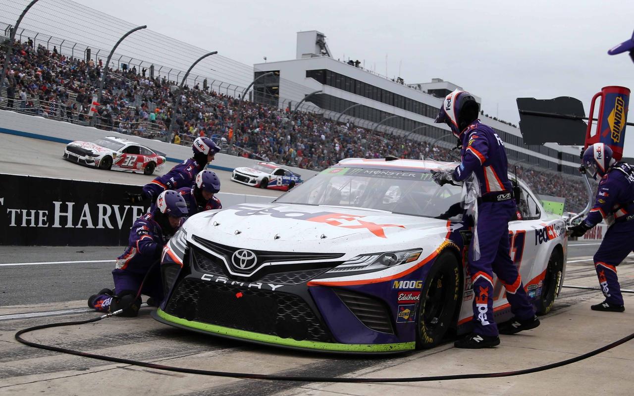 Denny Hamlin - NASCAR pit stop