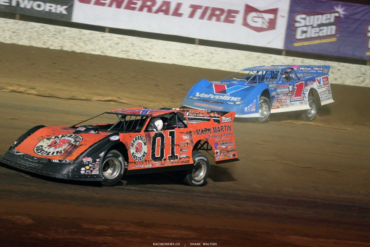 Mike Marlar in the General Lee dirt late model races Brandon Sheppard - LOLMDS 9280