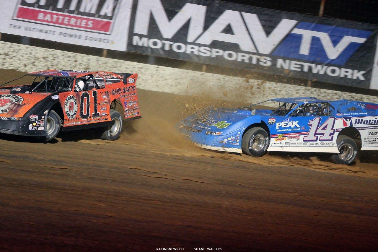 Mike Marlar pulls a slidejob on Josh Richards at Portsmouth Raceway Park - Lucas Oil Late Models 9321