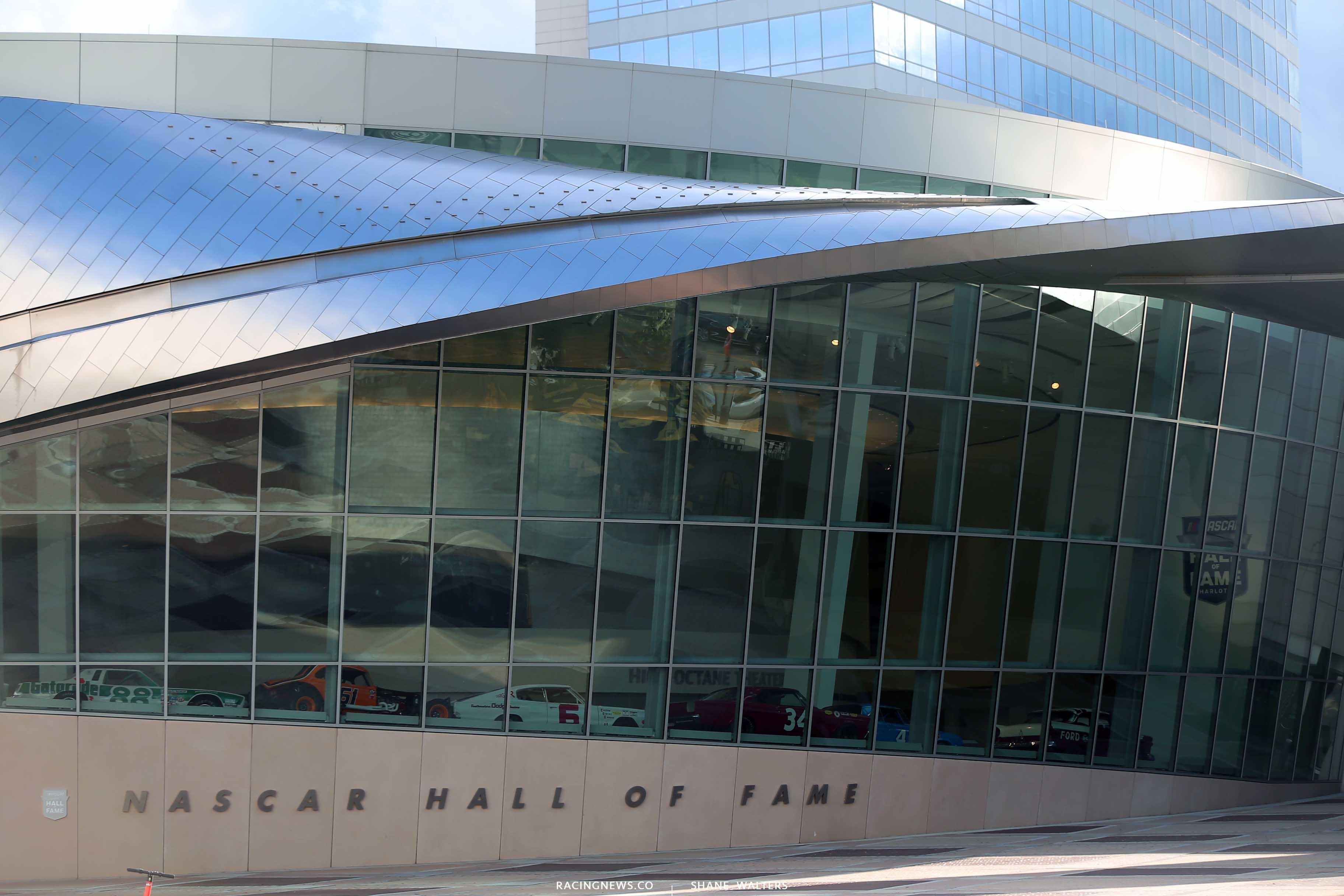 300+ birds strike NASCAR Hall of Fame building in Charlotte (Video)