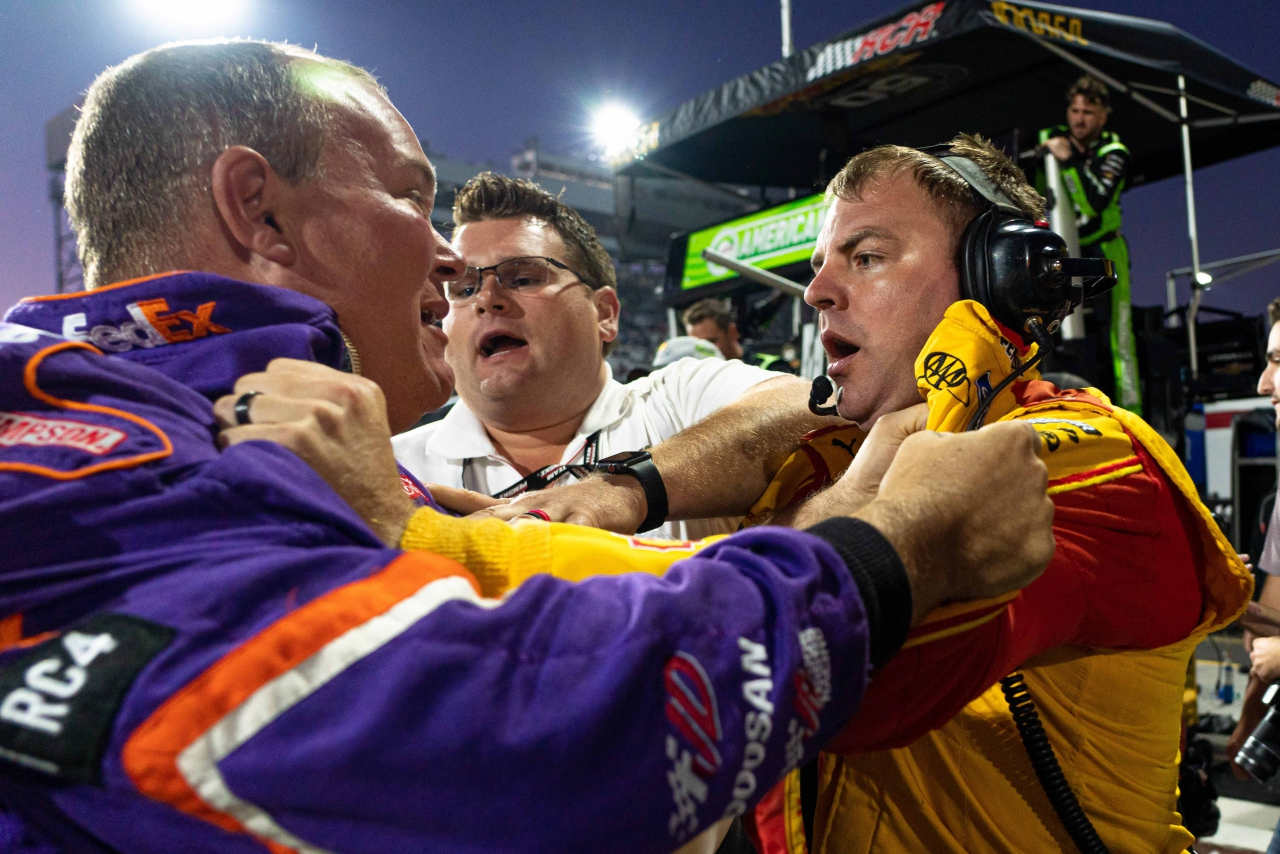 NASCAR crew members fight at Martinsville Speedway