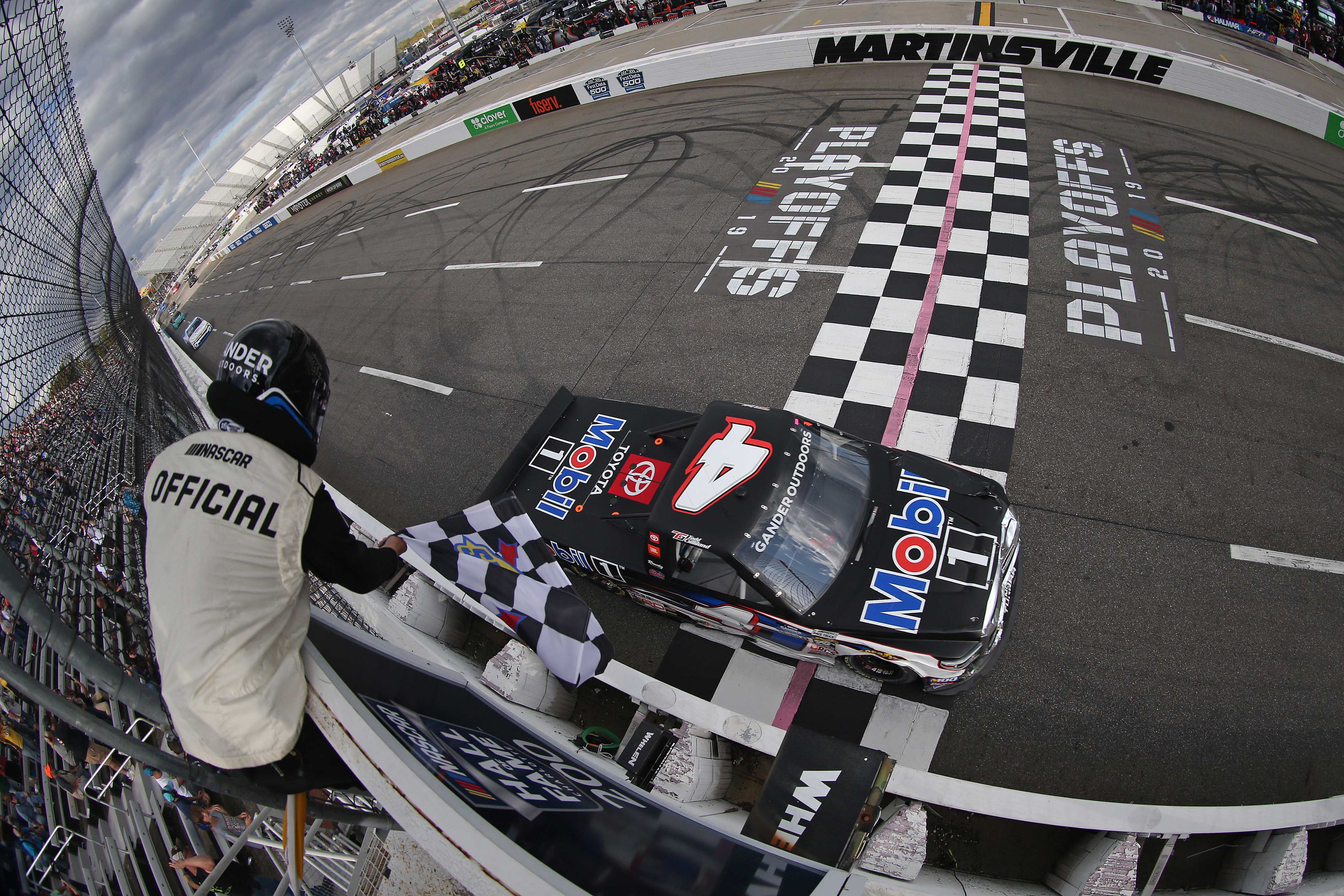Todd Gilliland wins Martinsville Speedway - NASCAR Truck Series