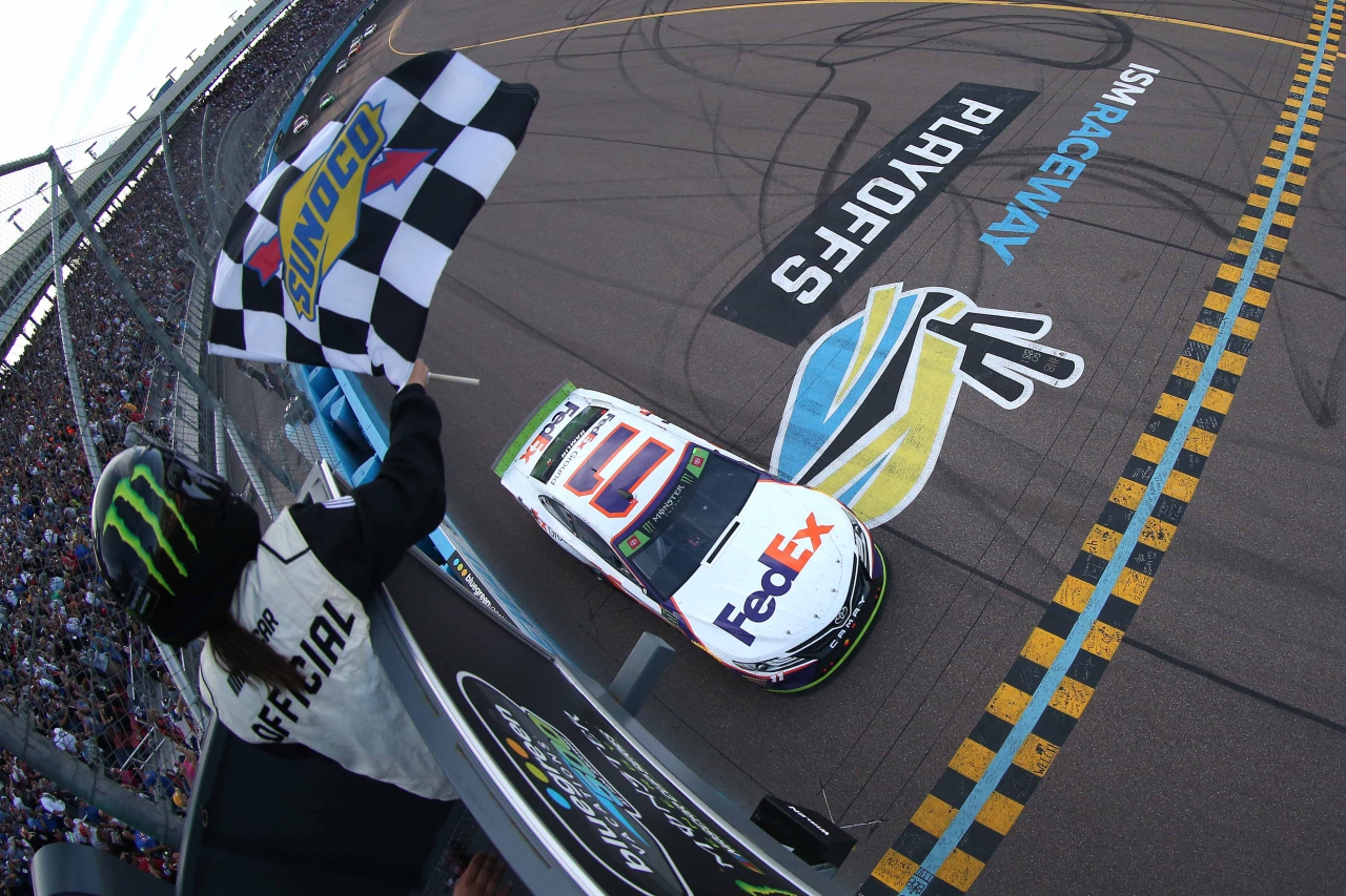 Denny Hamlin wins at ISM Raceway - NASCAR Cup Series Playoffs