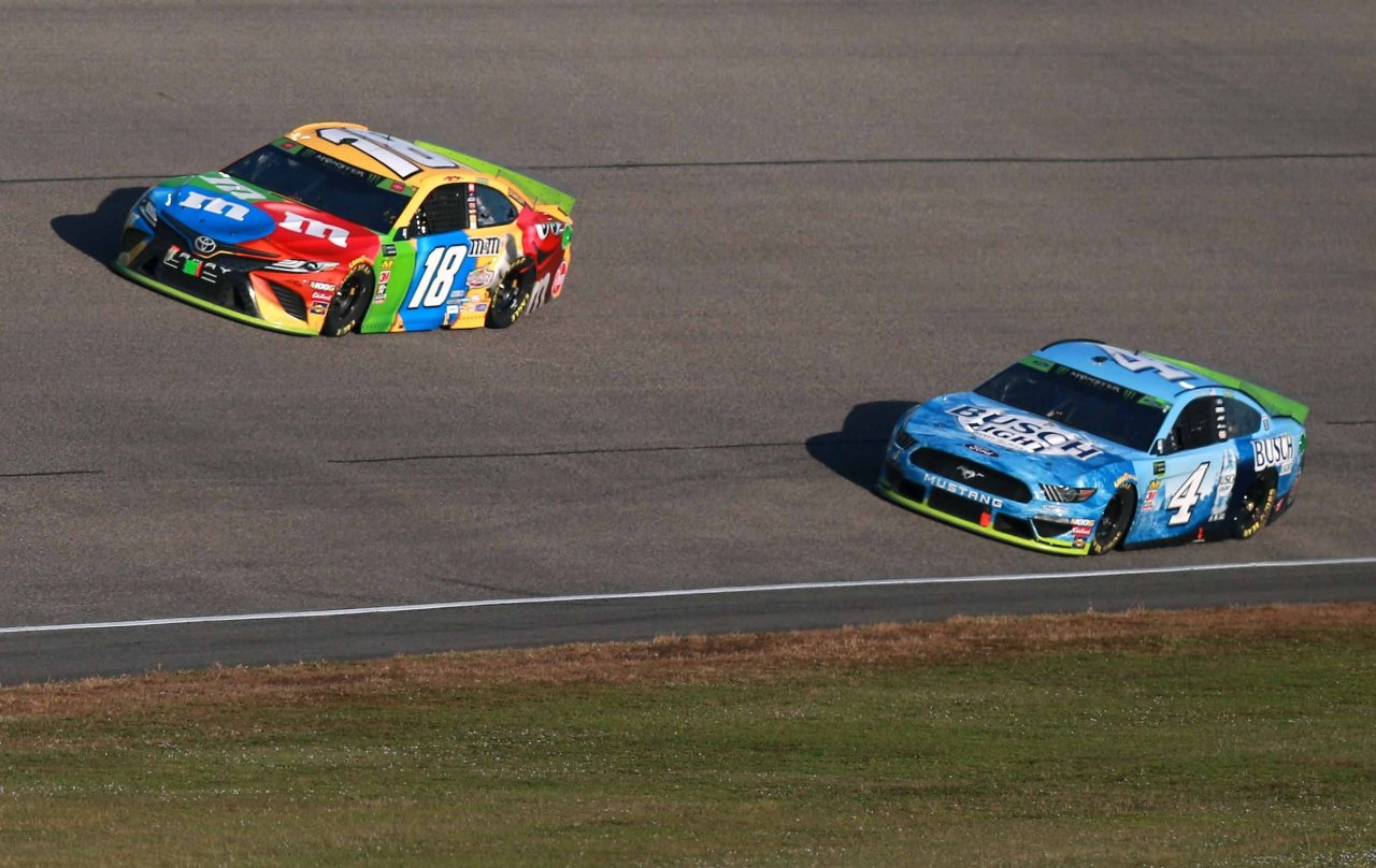 Kyle Busch and Kevin Harvick at Homestead-Miami Speedway