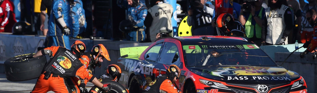 Martin Truex Jr talks the tire swap during pit stop at Homestead-Miami Speedway