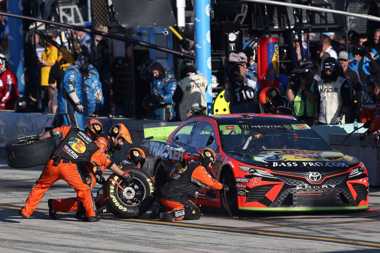 Martin Truex Jr pit stop at Homestead-Miami Speedway