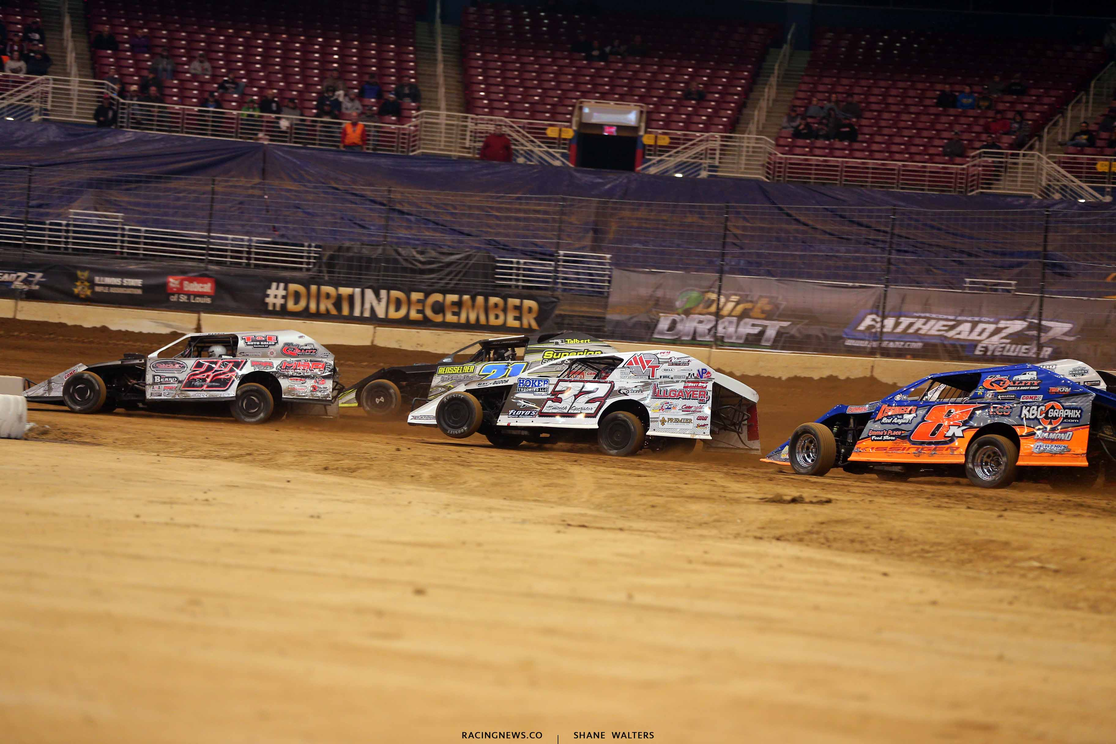Josh Harris, Derek Losh and Bobby Pierce in the Gateway Dirt Nationals - Dirt Modifieds 2089