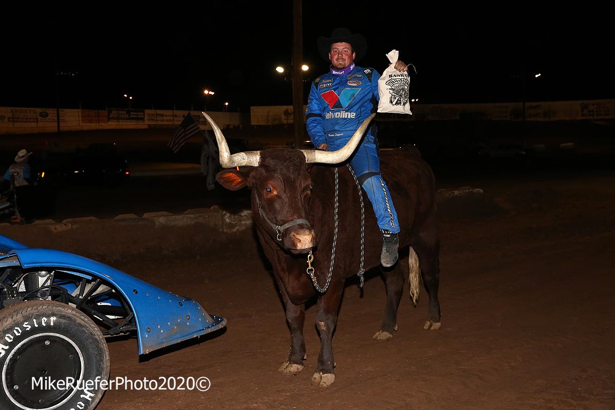 Brandon Sheppard on a bull