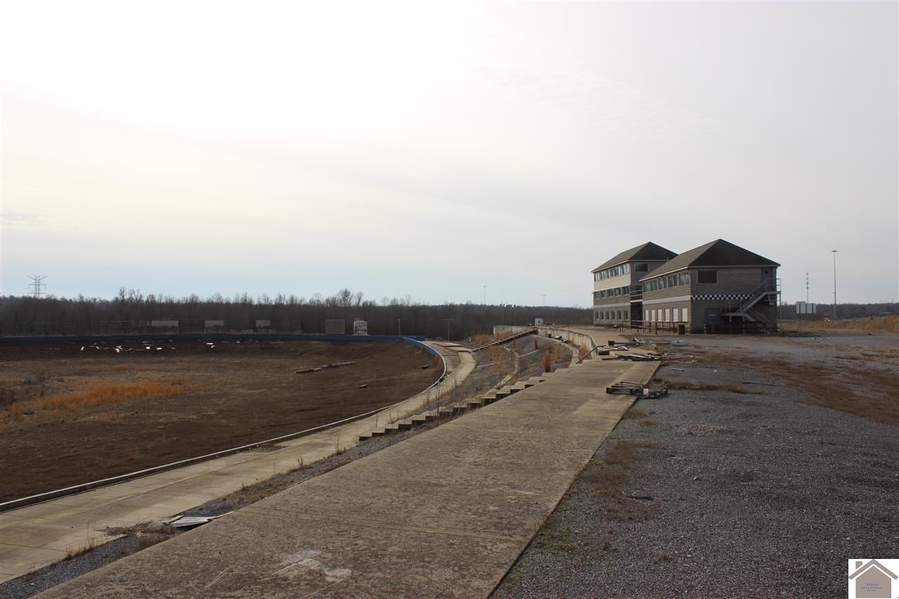 Ruins at Kentucky Lake Motor Speedway