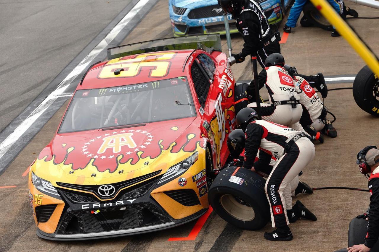 Barstool Sports car - NASCAR - Matt DiBenedetto