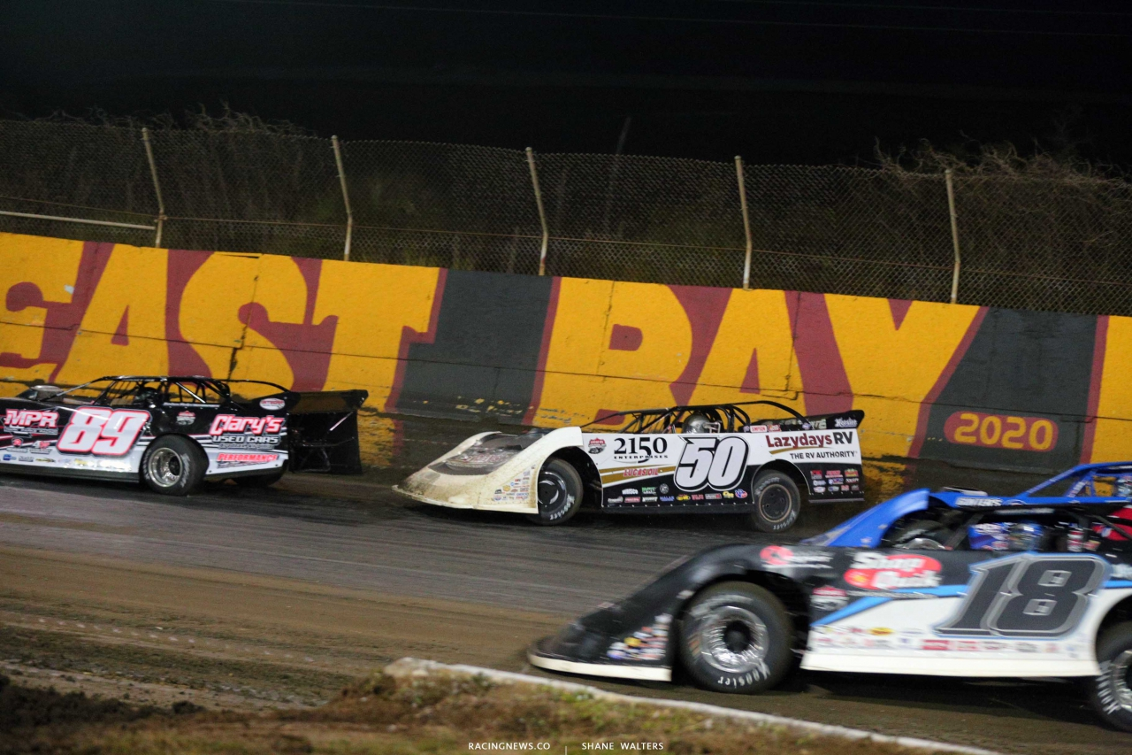 GR Smith and Shanon Buckingham nearly crash leader Brandon Sheppard at East Bay Raceway Park 3915