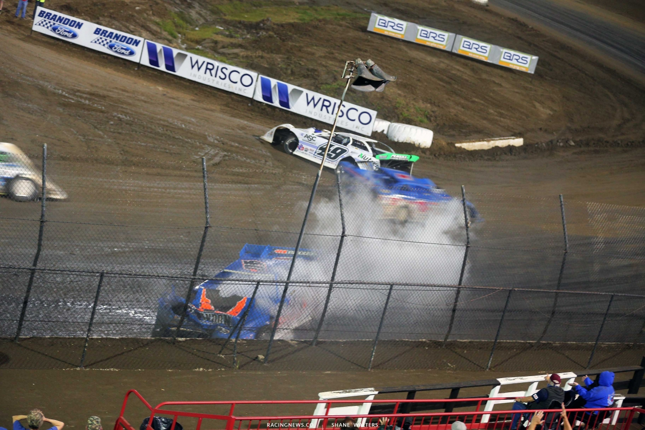 Jonathan Davenport and Kyle Bronson crash at East Bay Raceway Park - Lucas Oil Series 4174