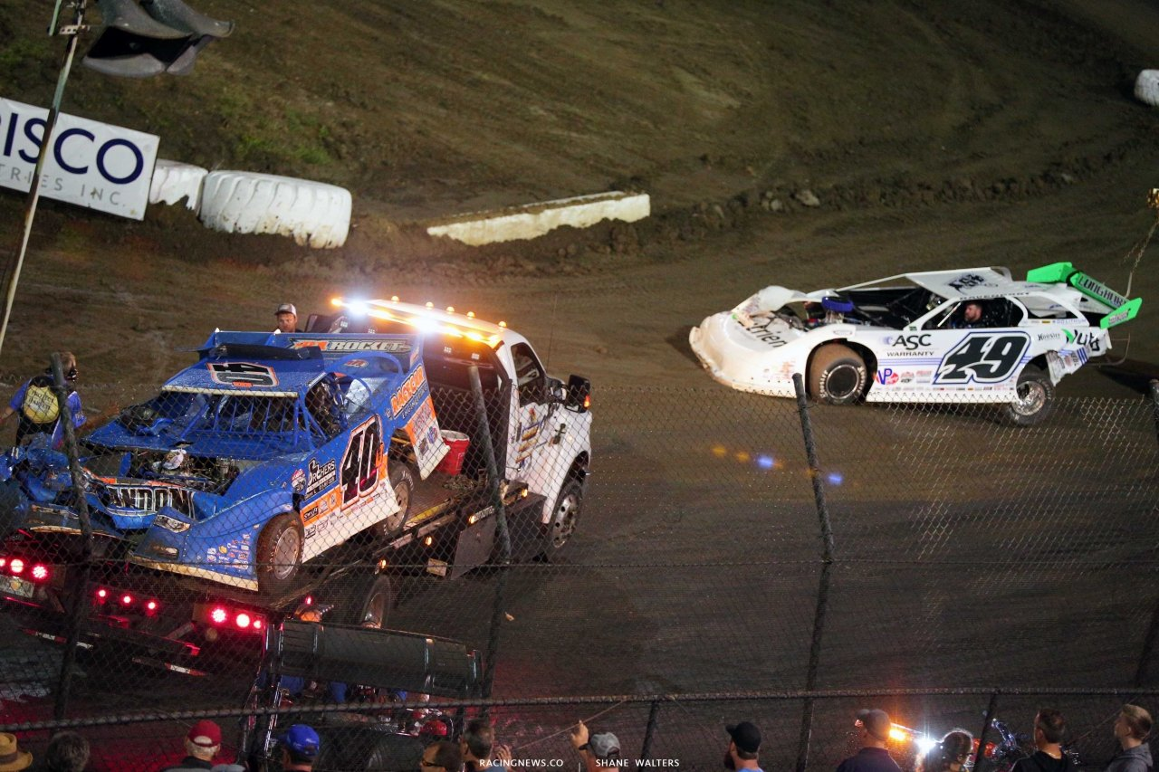 Kyle Bronson and Jonathan Davenport crash at East Bay Raceway Park 4195