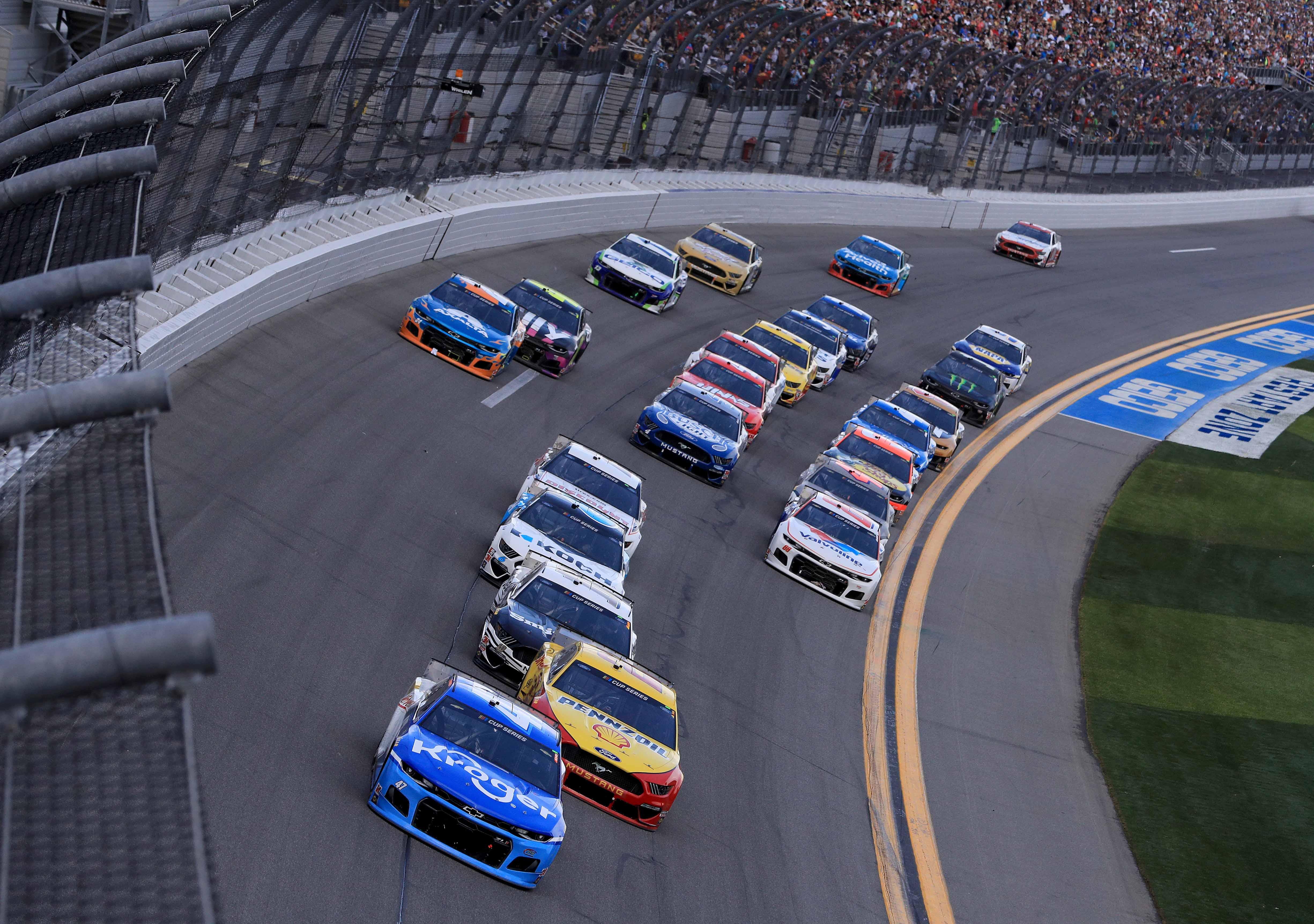 Ricky Stenhouse Jr leads Joey Logano in the Daytona 500 - NASCAR Cup Series