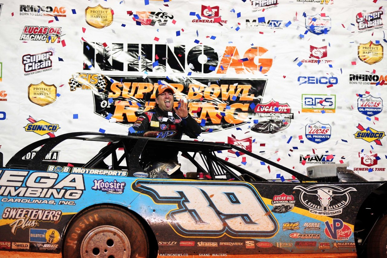 Tim McCreadie in Lucas Oil victory lane at Golden Isles Speedway 3505