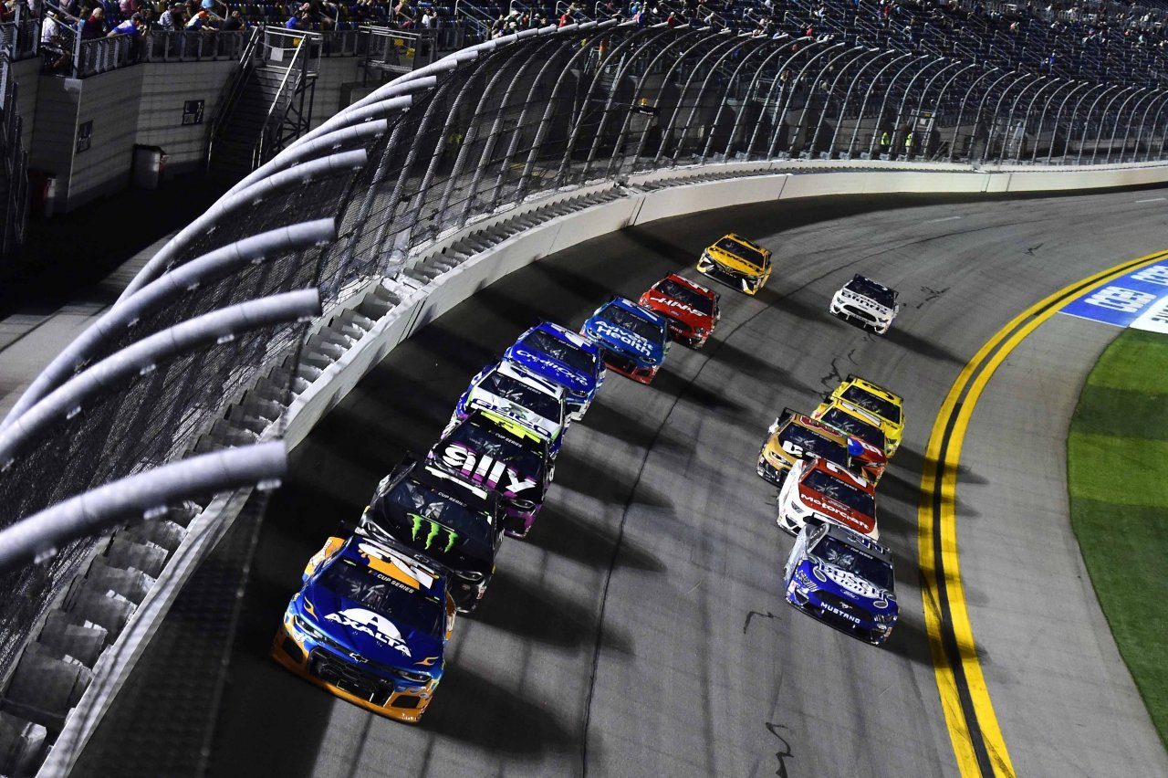 William Byron, Kurt Busch and Jimmie Johnson lead in Duel 2 at Daytona - NASCAR
