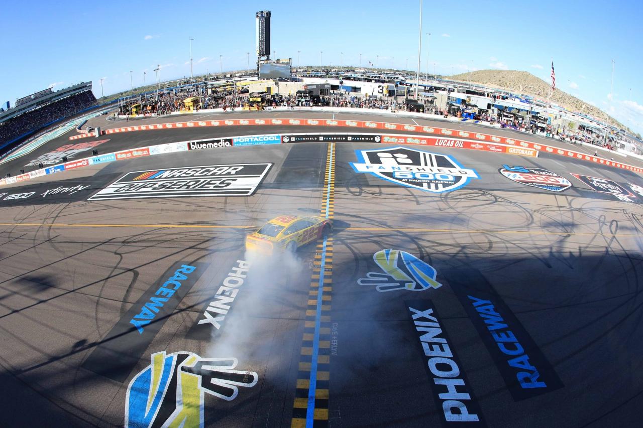 Joey Logano wins at Phoenix Raceway - NASCAR