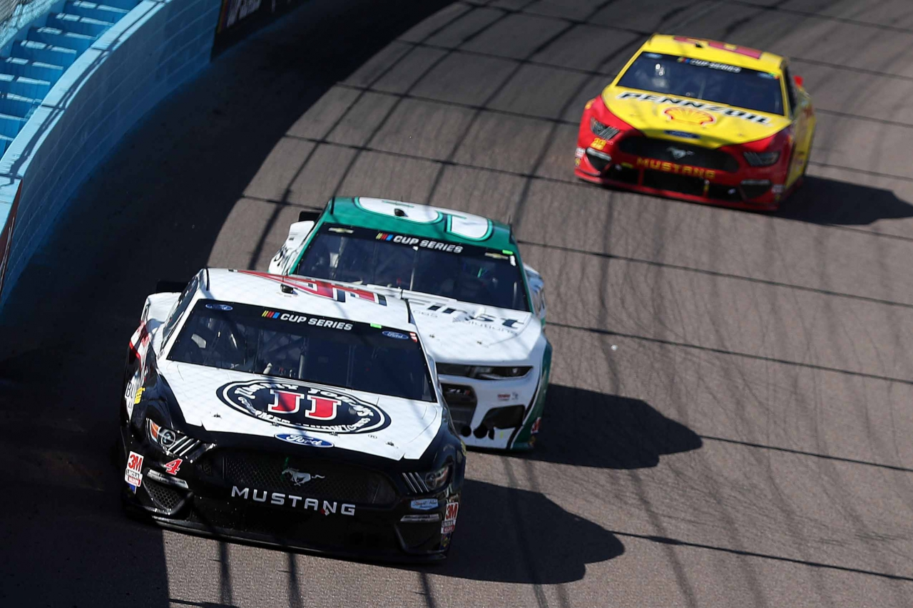 Kevin Harvick and Chase Elliott at Phoenix Raceway - NASCAR Cup Series