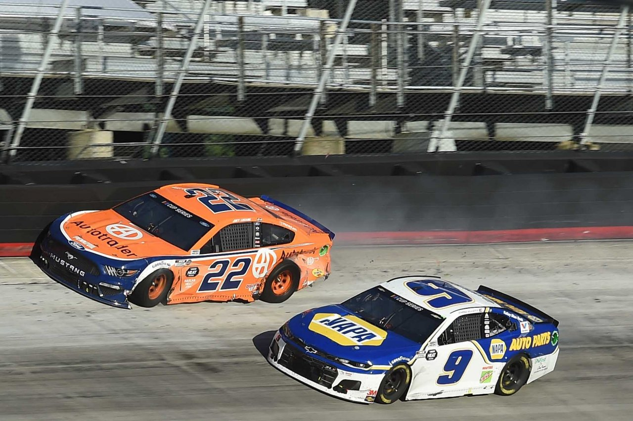 Joey Logano and Chase Elliott crash at Bristol Motor Speedway - NASCAR Cup Series