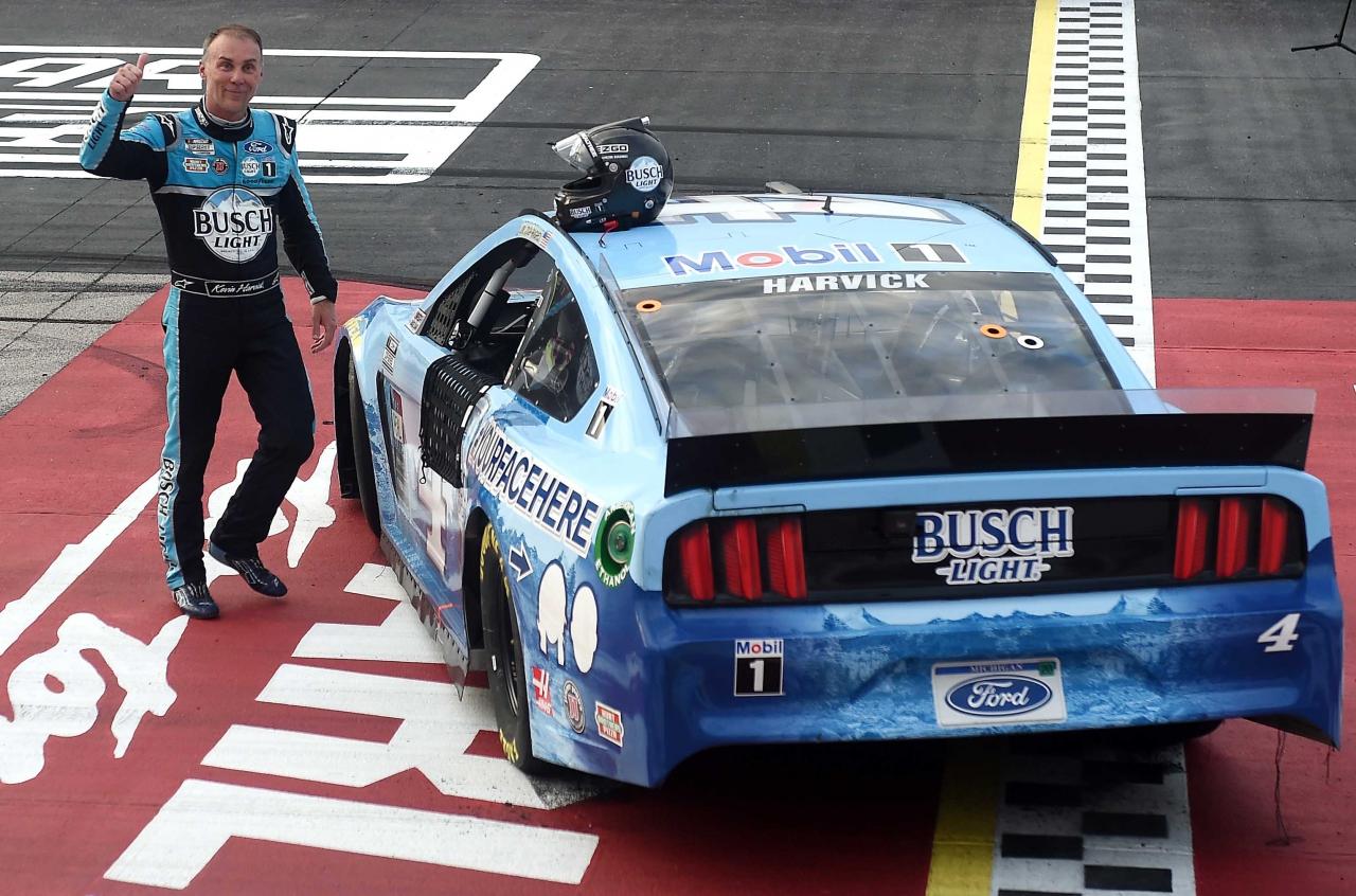 Kevin Harvick wins at Darlington Raceway - NASCAR