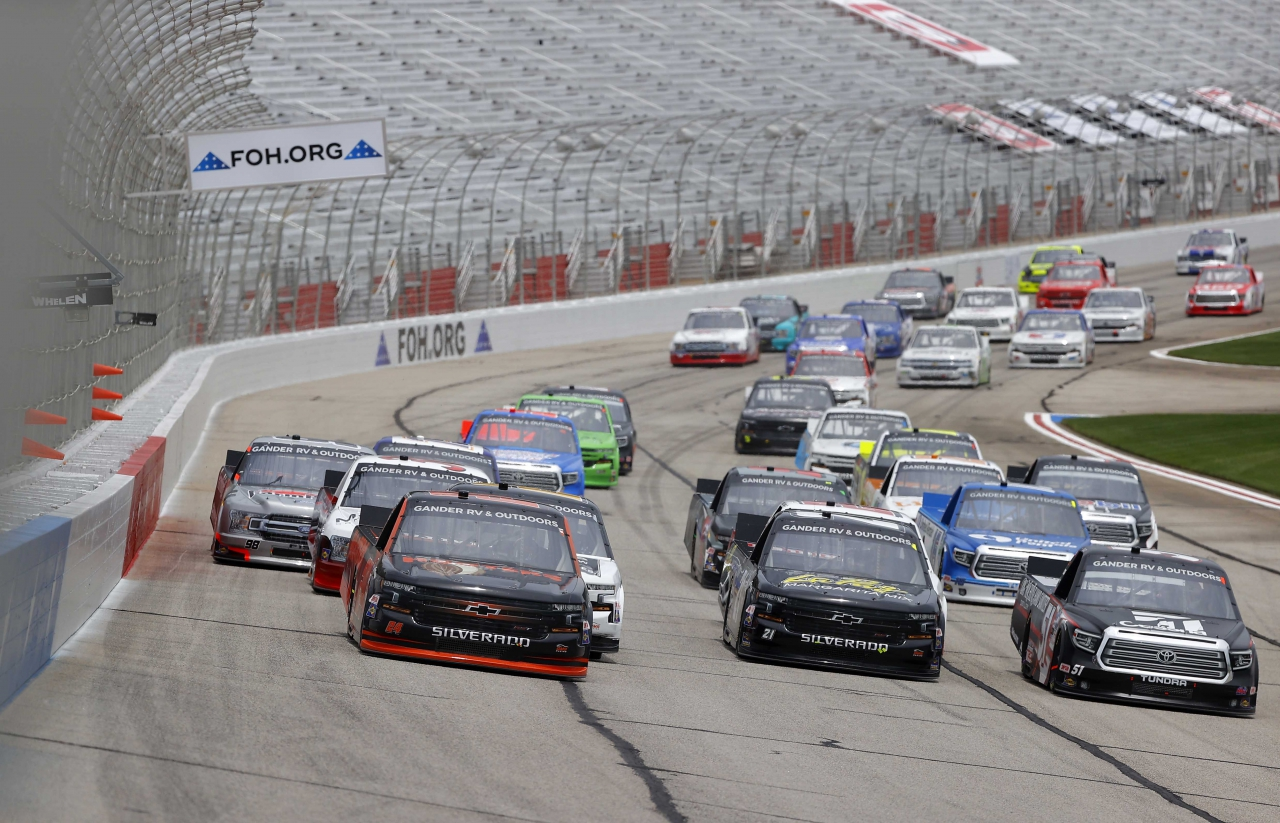 Chase Elliott, Zane Smith and Kyle Busch - NASCAR Truck Series - Atlanta Motor Speedway