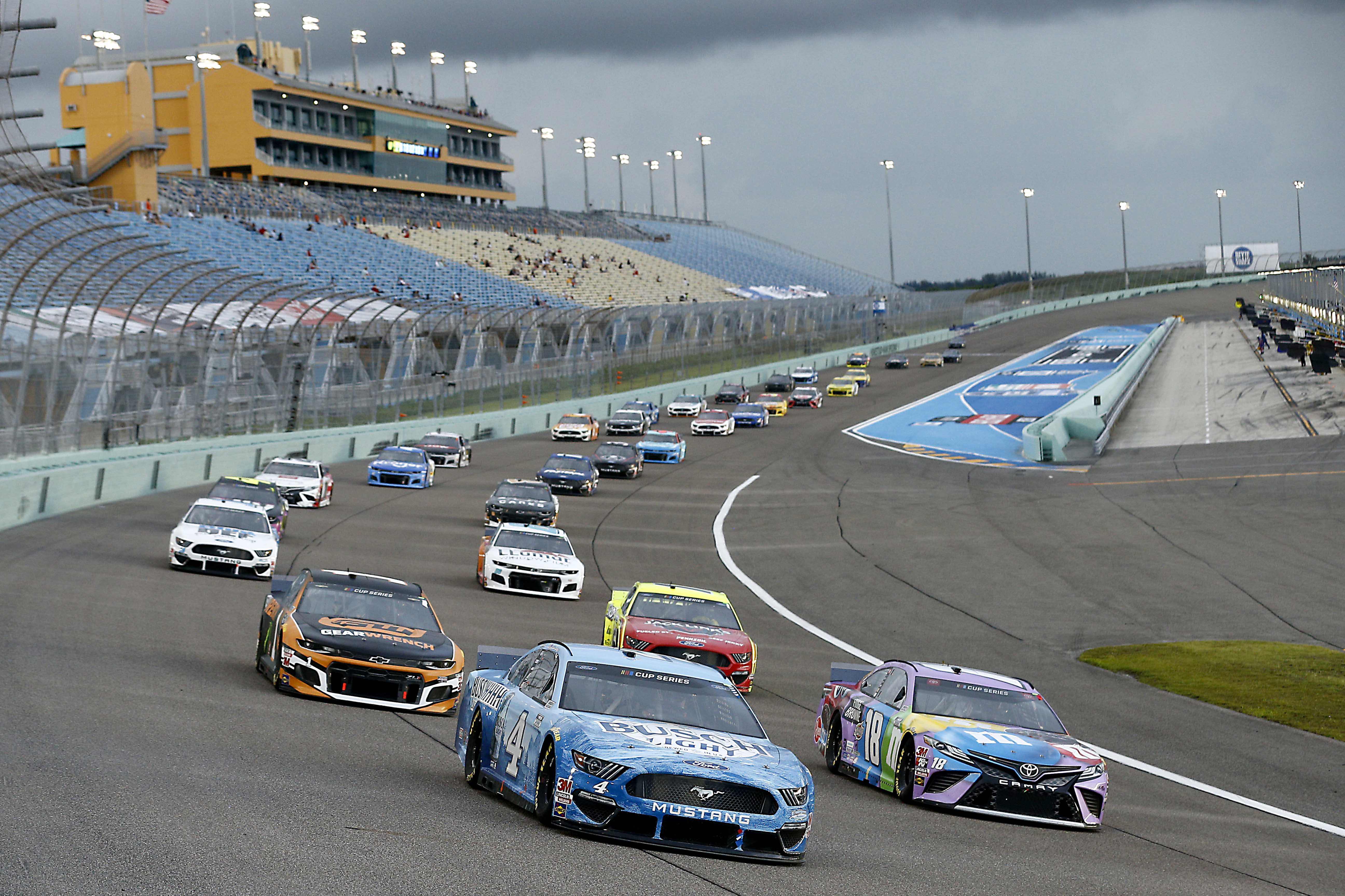 Kevin Harvick and Kyle Busch at Homestead-Miami Speedway - NASCAR Cup Series