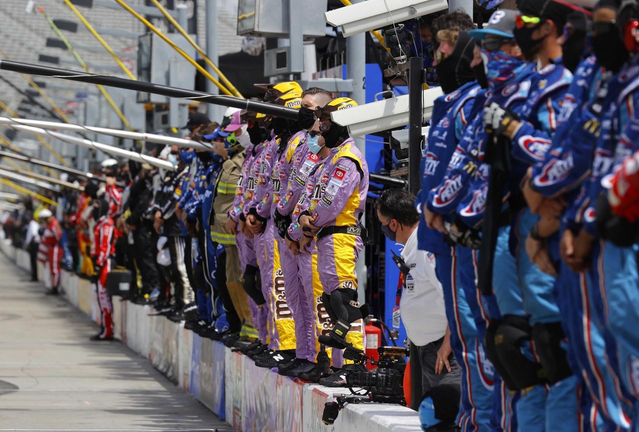 NASCAR crew members - Atlanta Motor Speedway - Kyle Busch