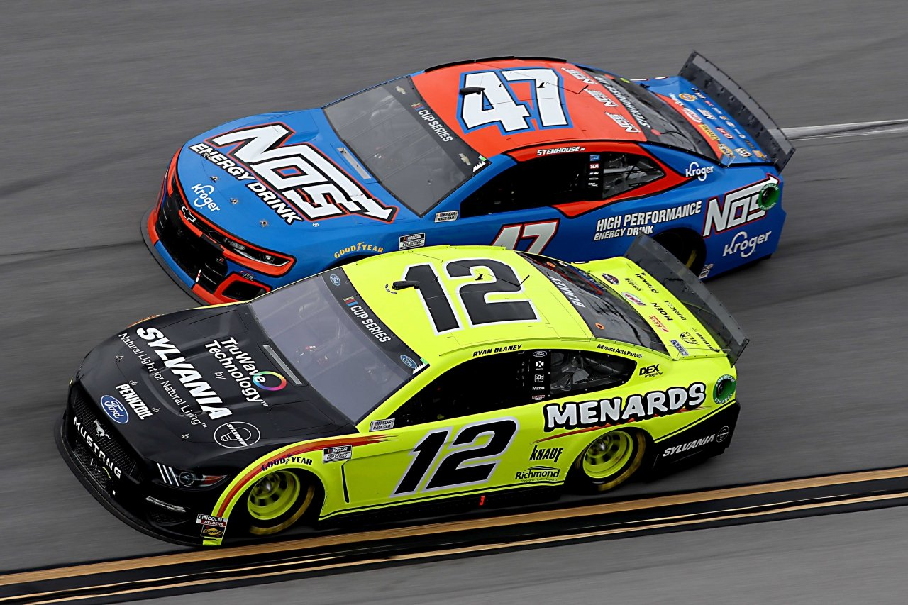 Ricky Stenhouse Jr and Ryan Blaney at Talladega Superspeedway - NASCAR Cup Series