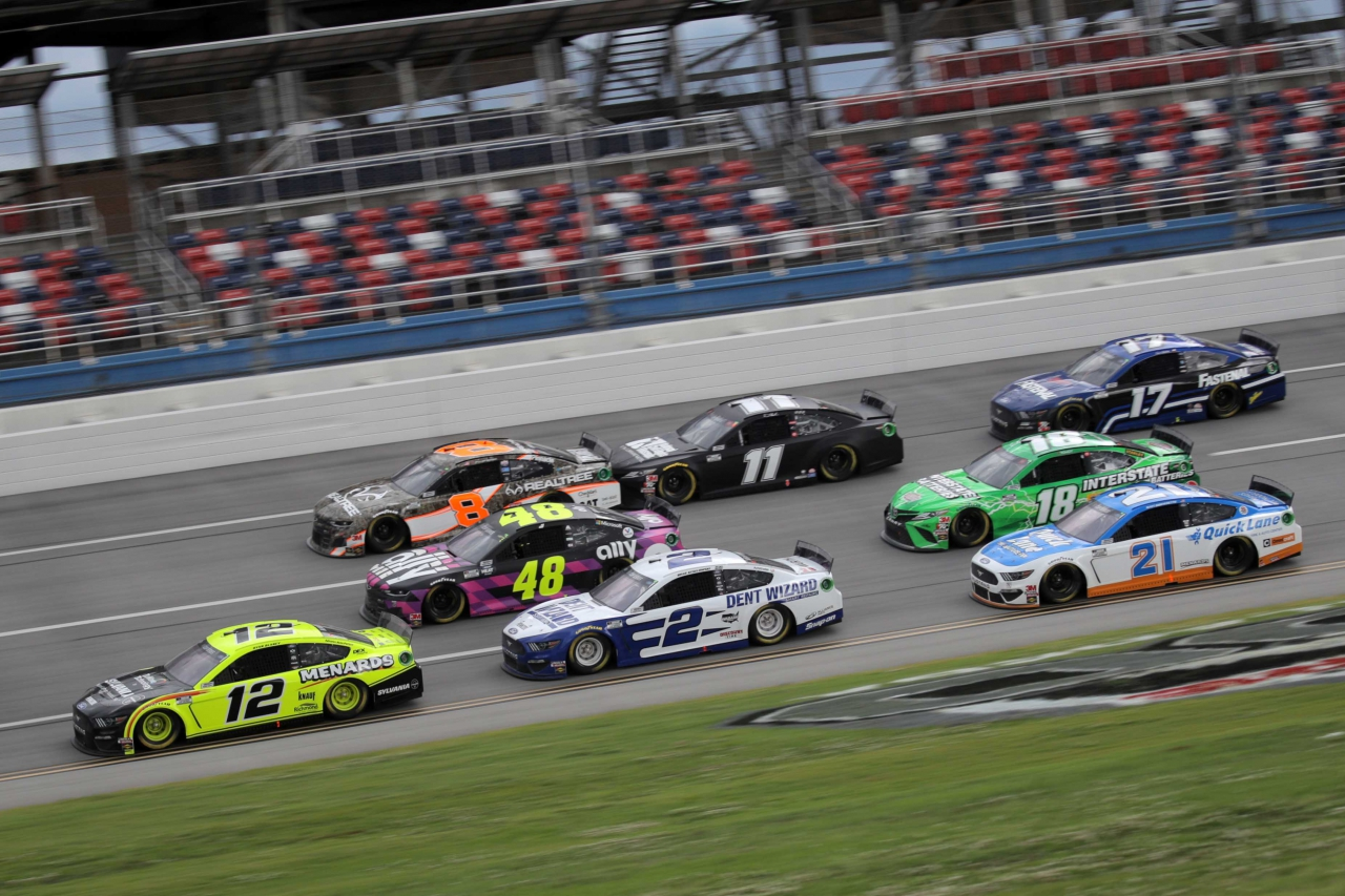 Ryan Blaney, Brad Keselowski, Jimmie Johnson, Matt DiBenedetto, Kyle Busch, Tyler Reddick and Denny Hamlin at Talladega Superspeedway - NASCAR Cup Series