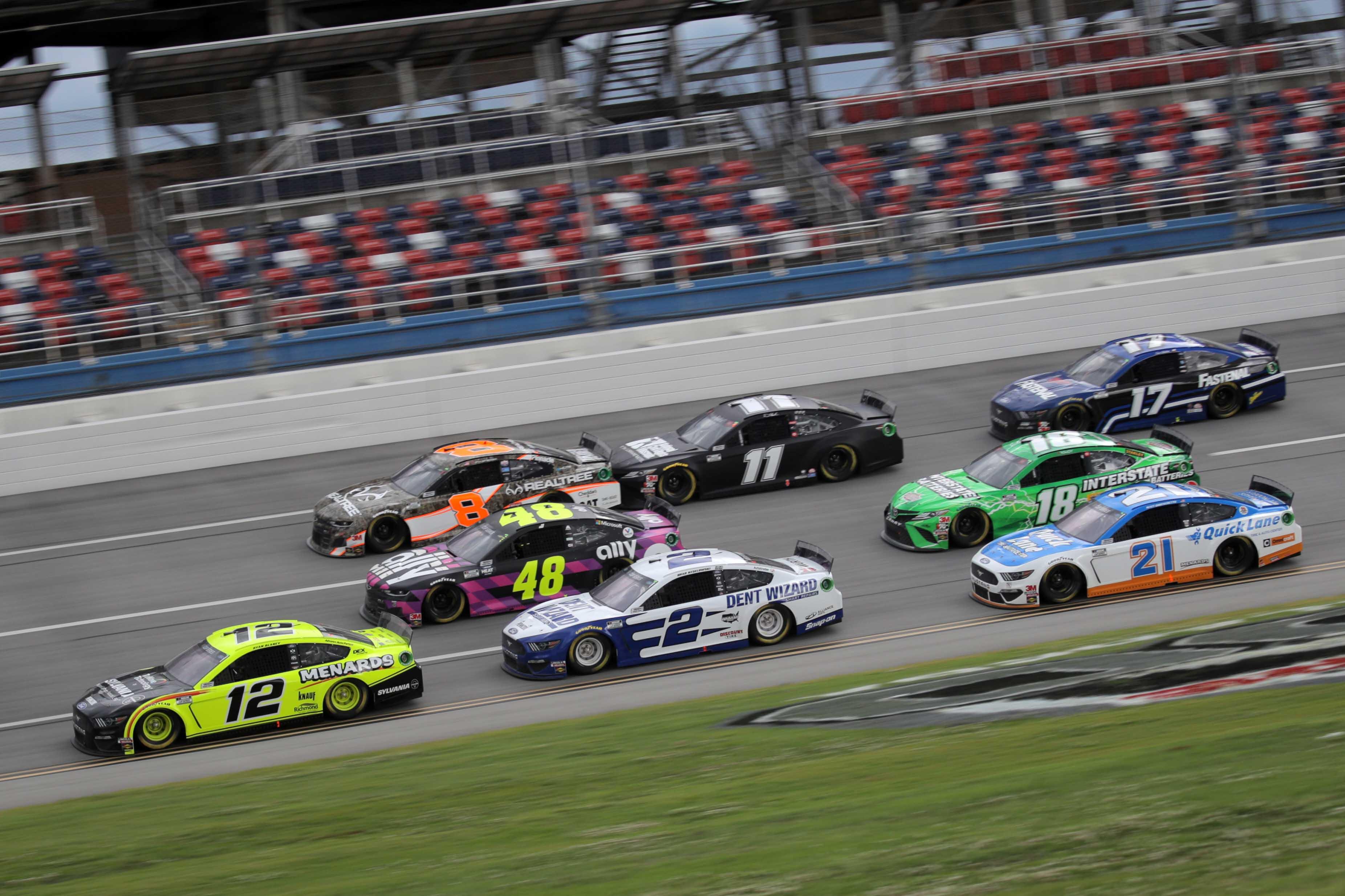 Ryan Blaney, Brad Keselowski, Jimmie Johnson, Matt DiBenedetto, Kyle Busch, Tyler Reddick and Denny Hamlin at Talladega Superspeedway - NASCAR Cup Series