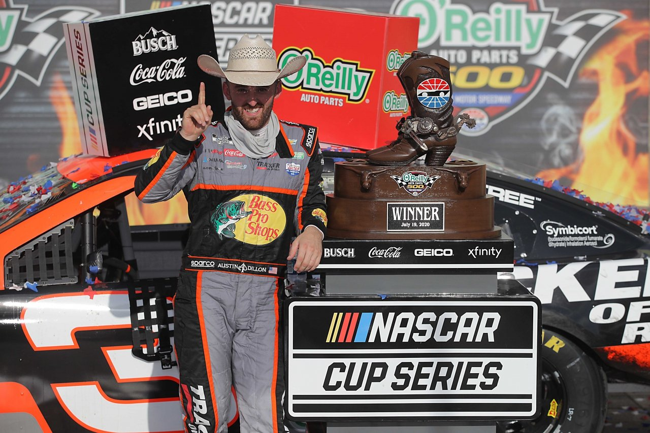 Austin Dillon wears cowboy hat in victory lane at Texas Motor Speedway